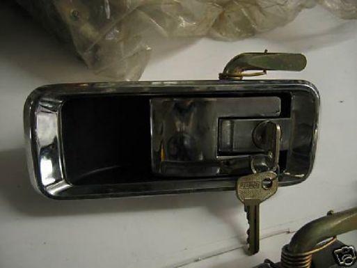 FIAT 132 - MANIGLIA ESTERNA ANTERIORE DESTRO CON CHIAVE