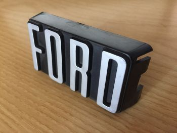Ford Escort dal 1975 - Logo Fregio Scritta Anteriore Nuova